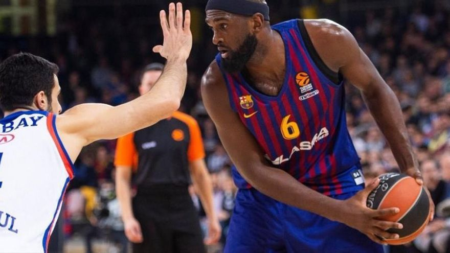 El Barça remonta al Efes y confirma su mejoría europea