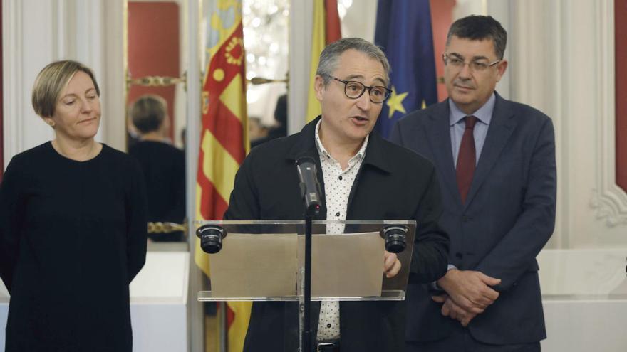 El Síndic aprieta a los partidos de las Cortes por la falta de control en el gasto