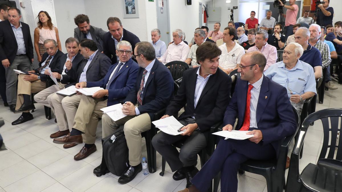 Blasco, Iribarren, Fernando de Yarza López Madrazo, Fernando de Yarza, Sainz de Varanda, Uguet y Rodrigo, en la sala de prensa de La Romareda.