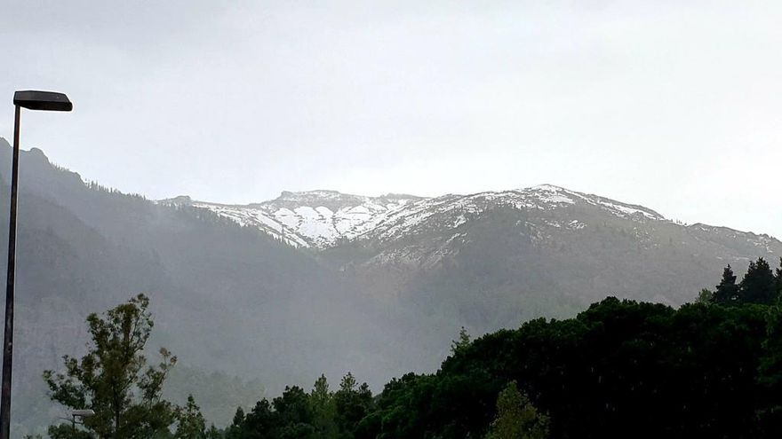 La borrasca deja nieve en Canaias