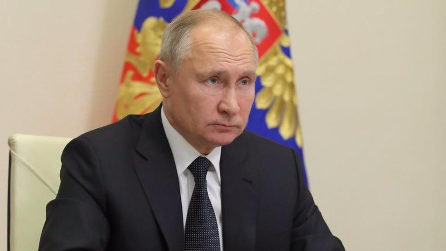 Un hombre irá seis años de prisión por romper la ventana de la sede del partido de Putin