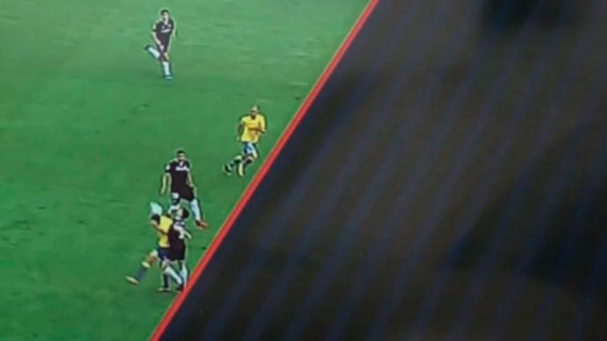 La foto de la vergüenza: gol legal de Gálvez y otra vez el Sevilla