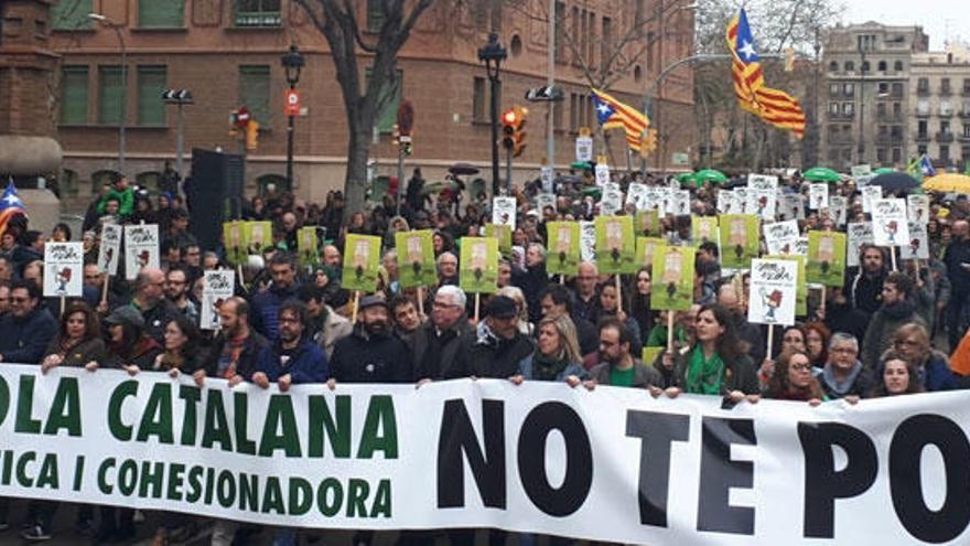 Multitudinaria marcha en Barcelona en defensa de la escuela catalana