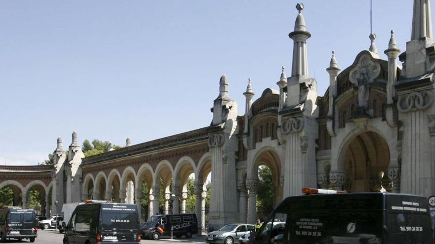 La entrada del cementerio de La Almudena.