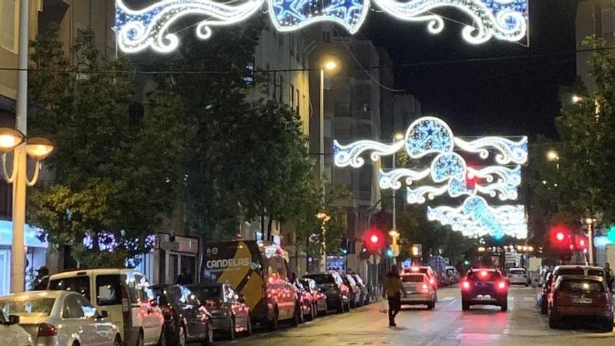 Elche adelanta el alumbrado navideño para beneficiar a los comercios