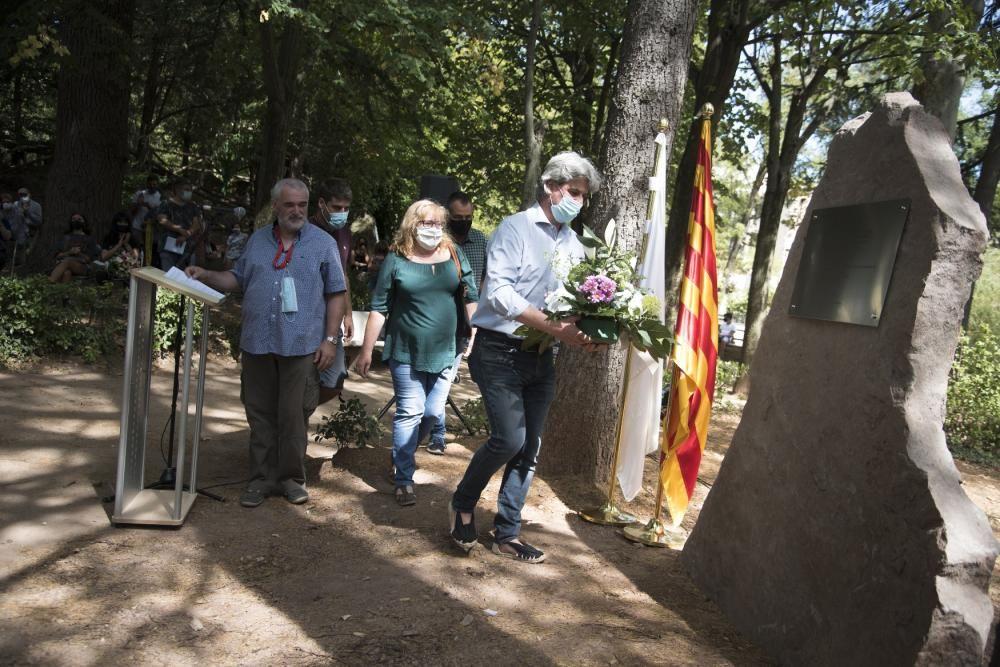 Moià alça un monòlit en memòria dels veïns que han mort durant la pandèmia