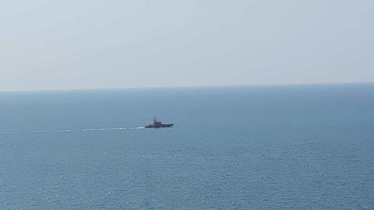 La Guardamar Polimnia sale al rescate de las dos pateras desde el muelle de Arguineguín.