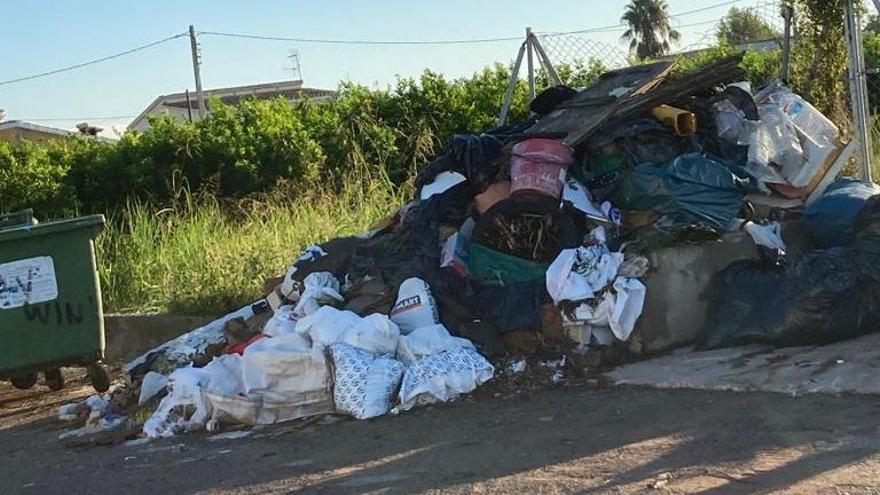 Vivir en la Marjaleria de Castelló con un vertedero ilegal frente a la puerta de casa