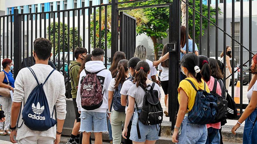 Cajasiete concede ayudas a más de 6.000 estudiantes del Archipiélago