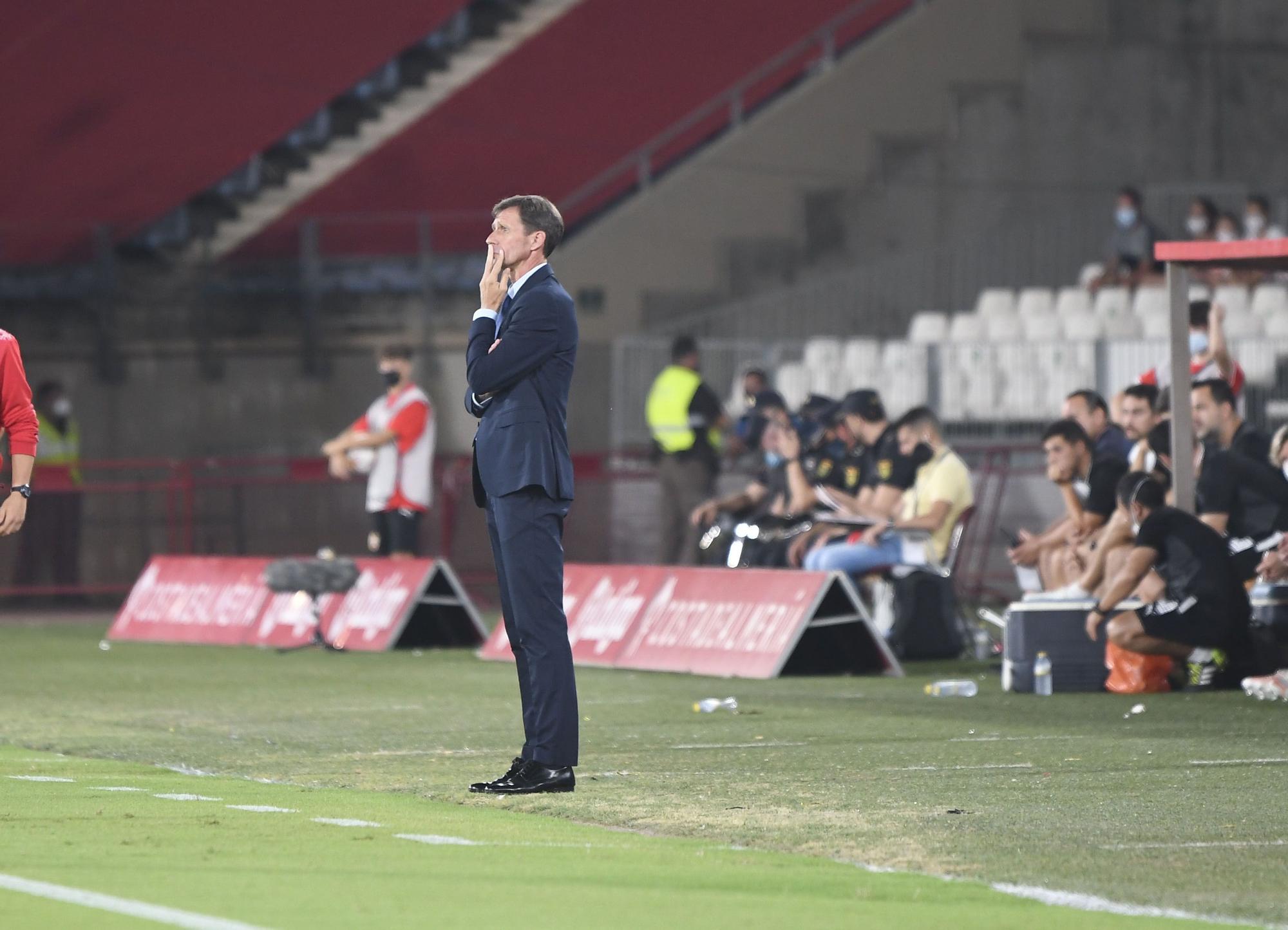 El partido entre el Almería y el Real Oviedo, en imágenes