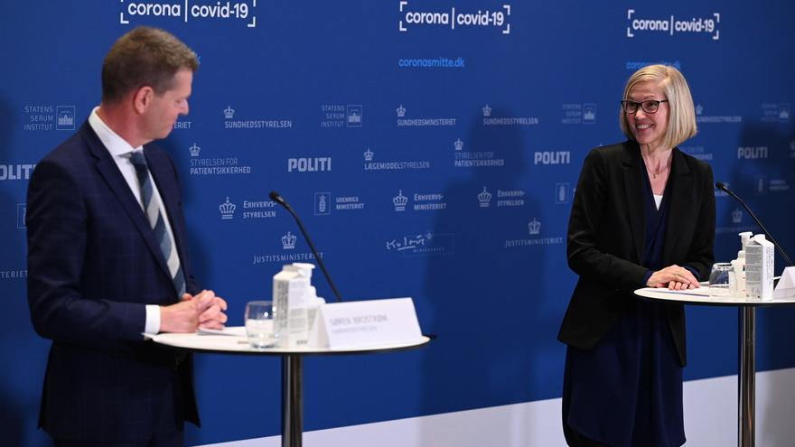 Una alta funcionaria danesa sufre un desmayo en mitad de una rueda de prensa
