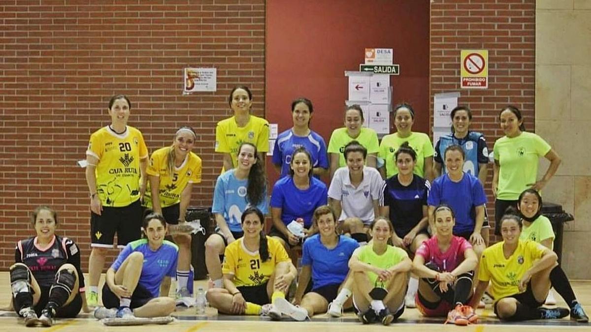 Las jugadoras del River Zamora posan para las cámaras tras el torneo.