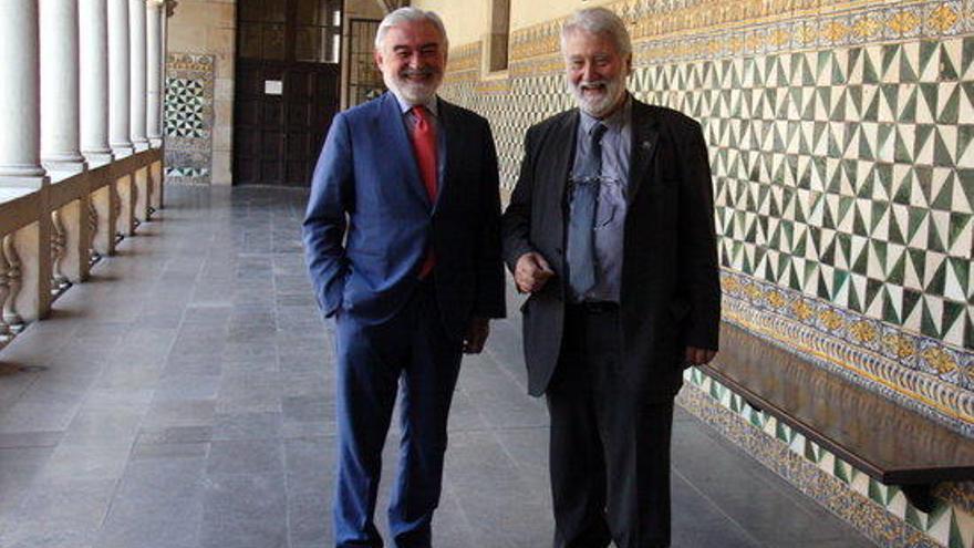 El director de la Reial Acadèmia Espanyola visita l'Institut d'Estudis Catalans