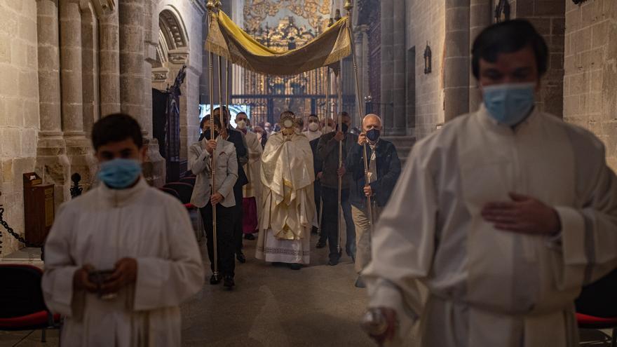 Zamora celebra un recogido Corpus Christi en la Catedral