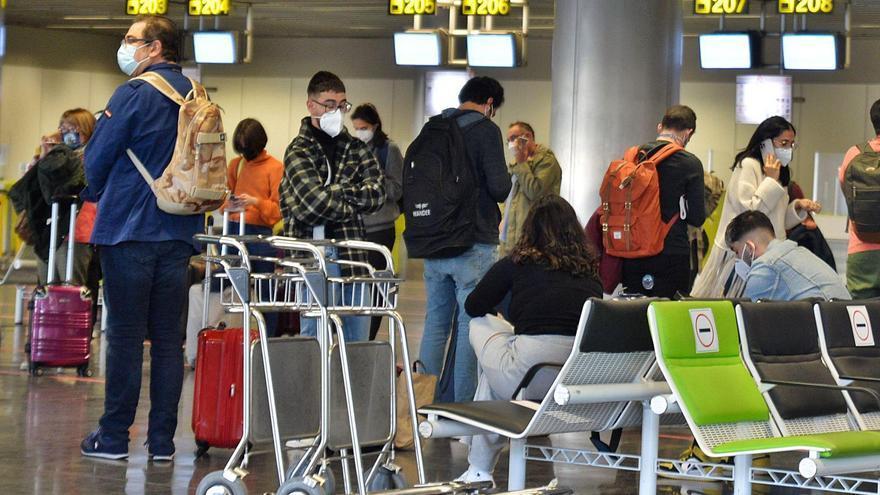 Colas en los aeropuertos debido al bloqueo de Barajas por la borrasca 'Filomena'.