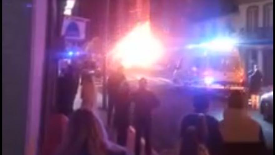 Una veintena de desalojados tras derrumbarse y arder un edificio en Vilalba