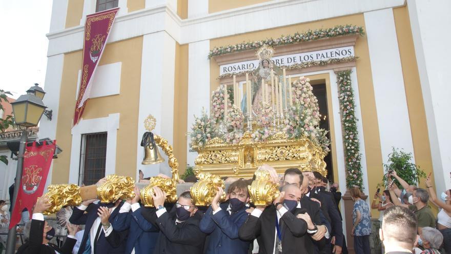 La Virgen del Rosario regala a El Palo la primera procesión completa