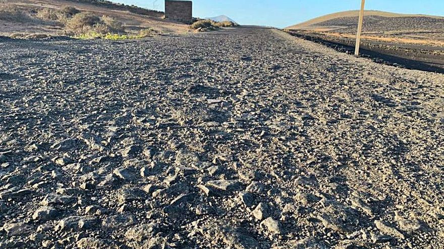 La carretera entre Mozaga y el Peñón se mejorará tras 40 años de parcheos