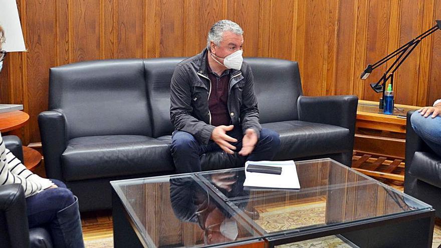 Feito visita Llanes y se interesa por la situación del empresariado local