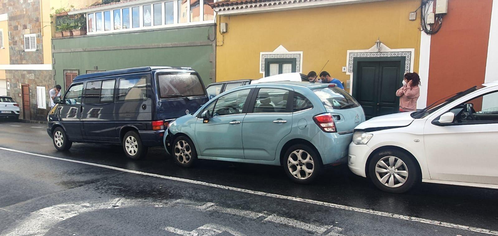 Cuatro vehículos implicados en un accidente en Monte Lentiscal