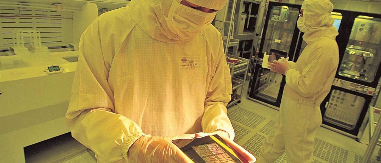 Empleado de Taiwan Semiconductor, en el laboratorio.