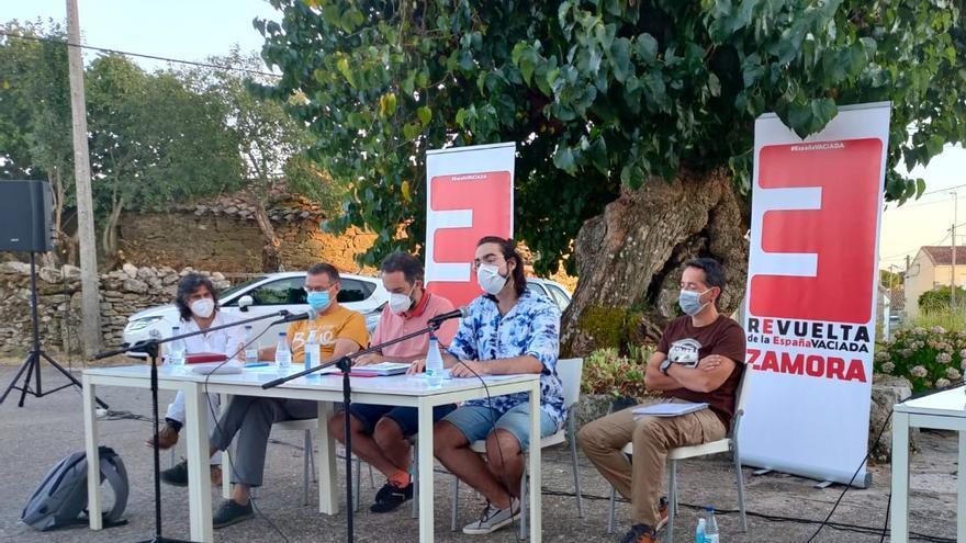 La España Vaciada clama en Monumenta de Sayago contra el cierre de consultorios médicos