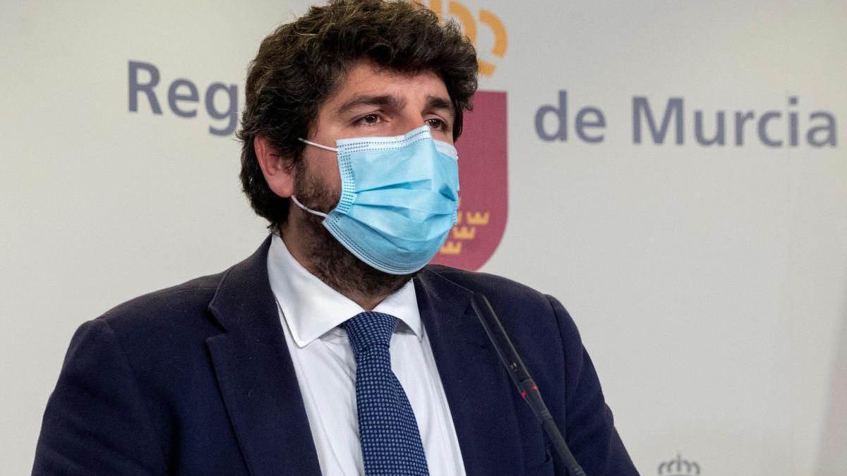 El presidente de la Comunidad, Fernando López Miras, visiblemente emocionado.