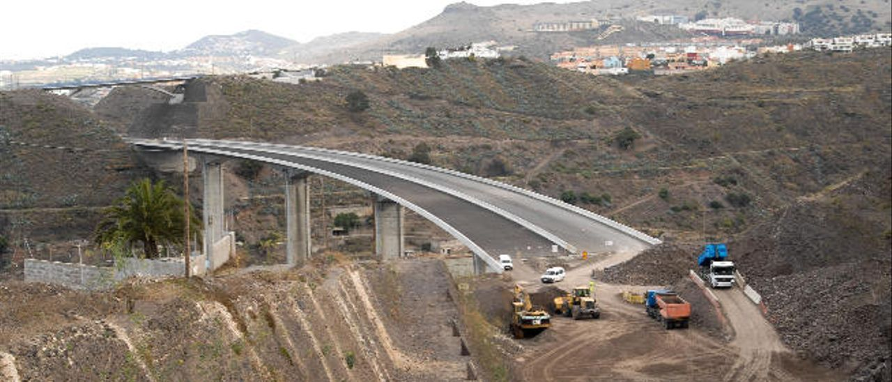 Obras en un viaducto de la IV fase de la circunvalación, en el municipio de Arucas.