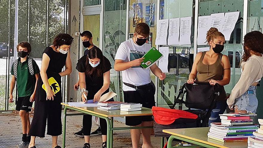 Fira d'intercanvi, donació i compravenda de llibres de text a Castelló