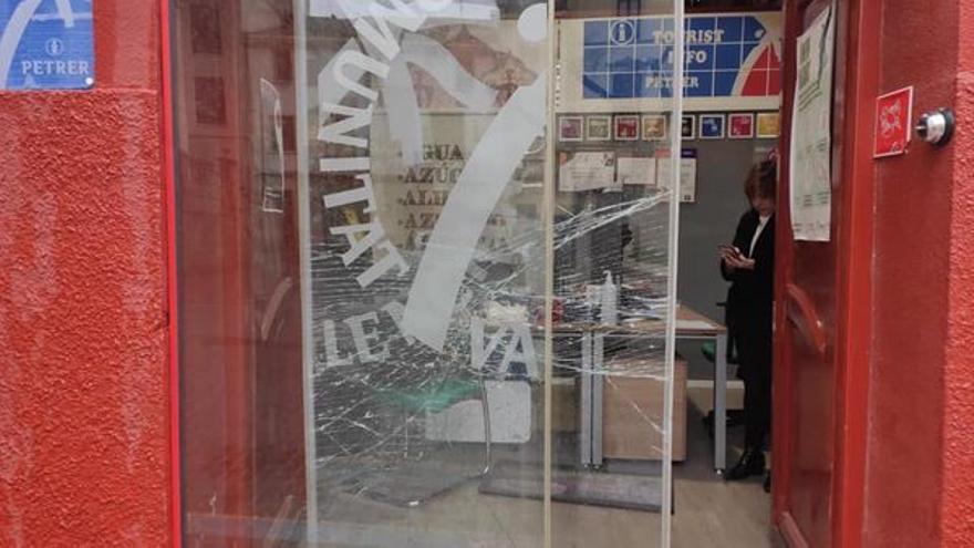 Actos vandálicos en la oficina de Turismo y el Museo de Petrer
