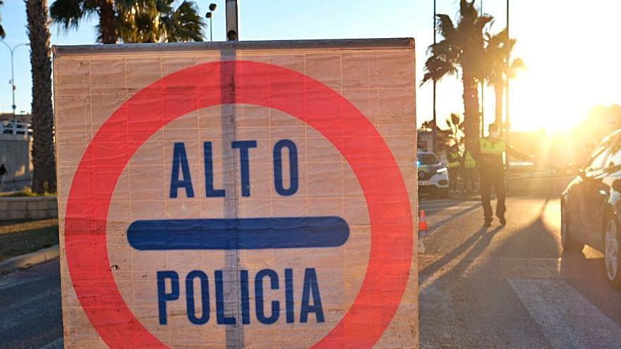 Condenada tras pelearse con la Policía en Alicante por no querer ponerse la mascarilla