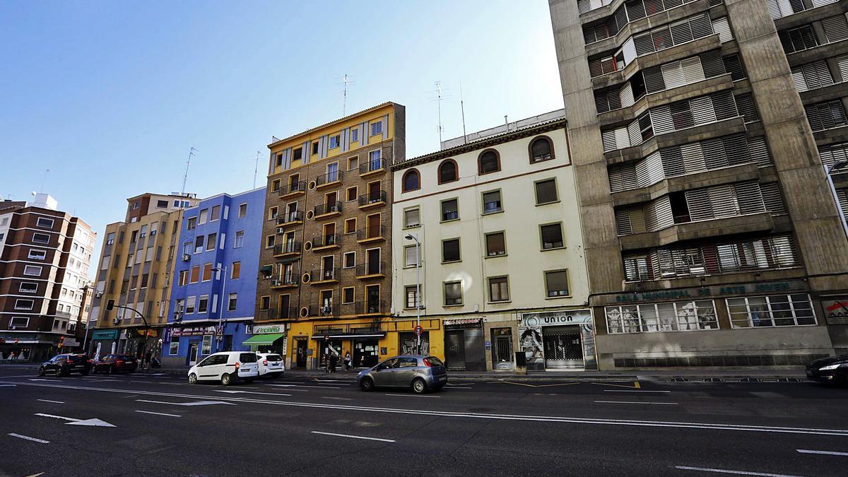 En la avenida Goya de Zaragoza hay un edificio entero okupado.