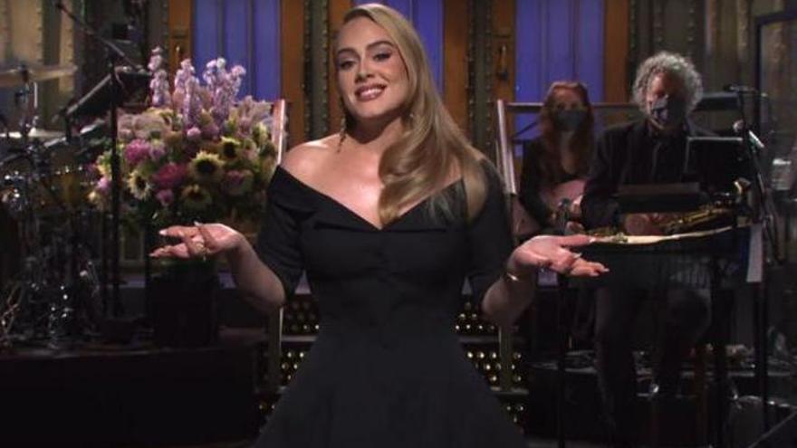 Adele reaparece y bromea sobre su pérdida de peso