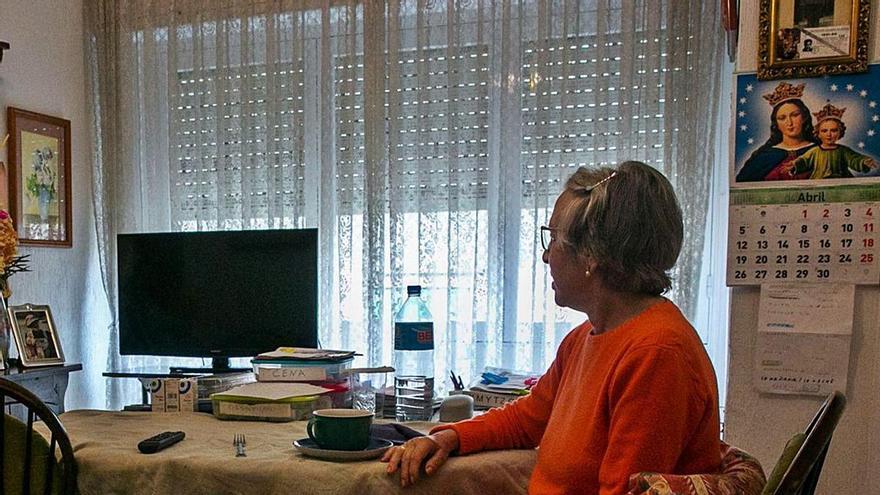 «Tengo 86 años y no me han llamado para vacunarme porque dicen que no tengo móvil»