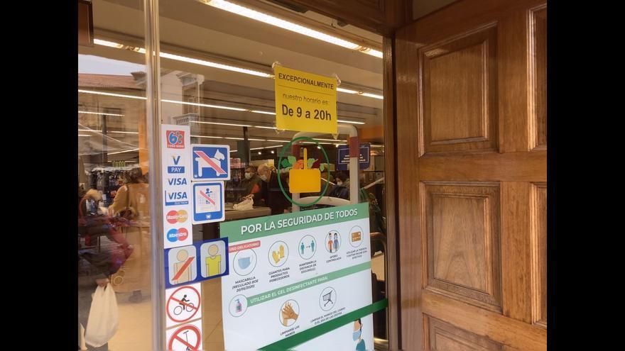 """Los clientes hacen """"malabarismos con los horarios laborales"""" para comprar antes de las ocho de la tarde en los supermercados"""