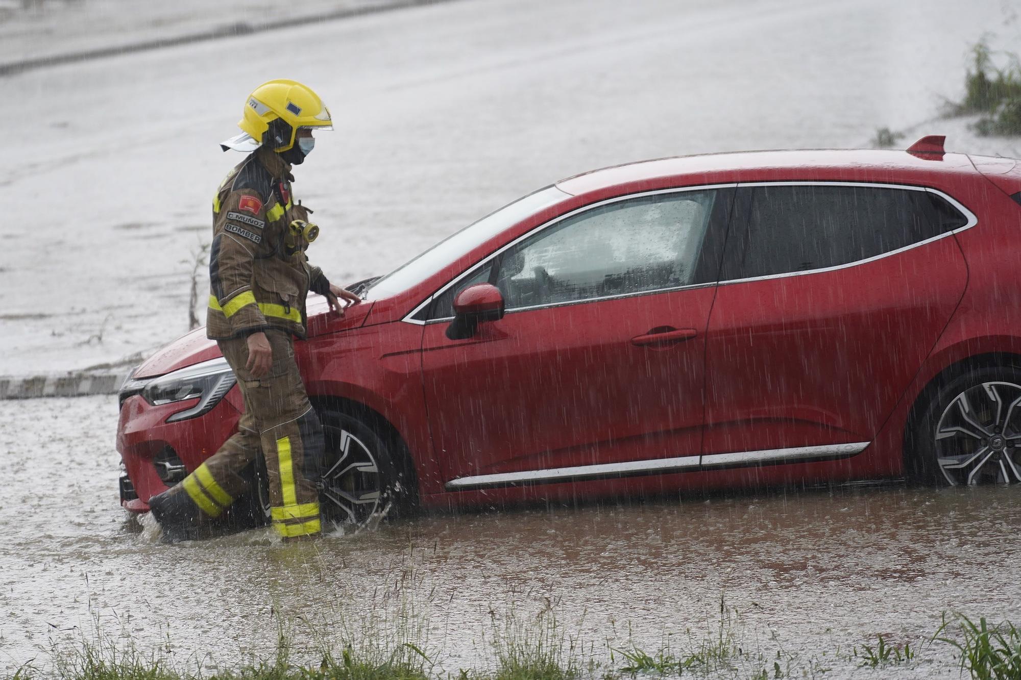 Tarda de pluges intenses que causen inundacions i destrosses a les comarques gironines
