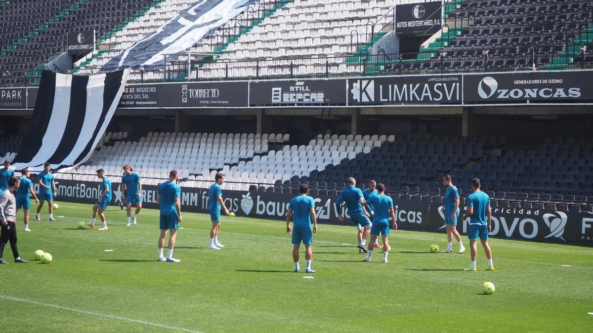 La plantilla del Castellón en el entrenamiento previo al partido en Castalia.