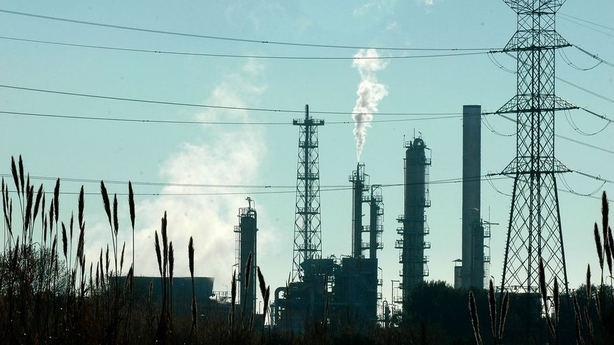 El Gobierno regula las redes eléctricas cerradas para polos industriales