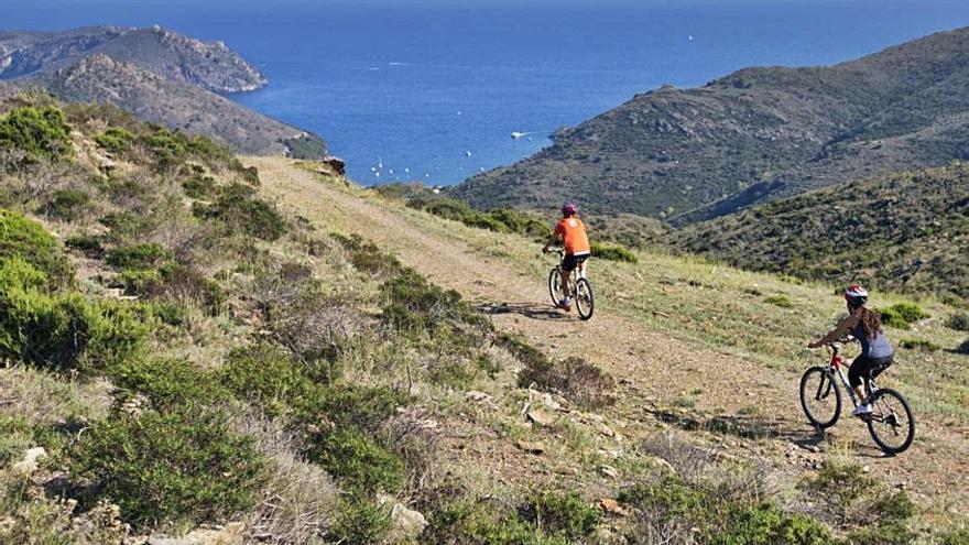 El turisme ciclista estrena nou rutes pel territori