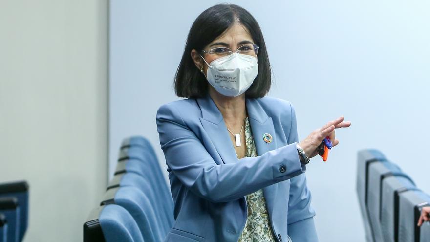"""Darias insiste en que mezclar Pfizer y Astrazeneca es una """"pauta segura"""""""