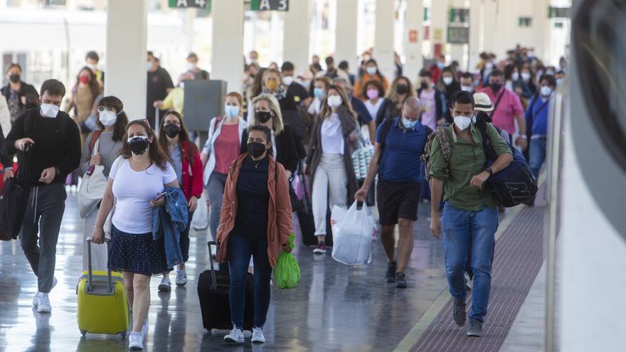 Renfe programa 13 trenes AVE en doble composición para atender la demanda de viajeros entre Madrid y Alicante