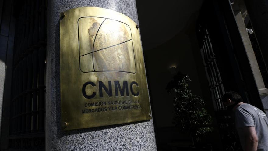 """La CNMC pide """"reglas concretas"""" que pongan orden en los influencers"""