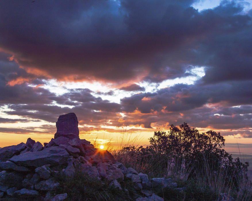 Sortida de sol des del Castell Berguedà