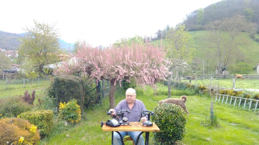 """De los teléfonos vintage de """"Tonín"""" a la máquina de abdominales de María: todo lo que venden los asturianos en internet"""