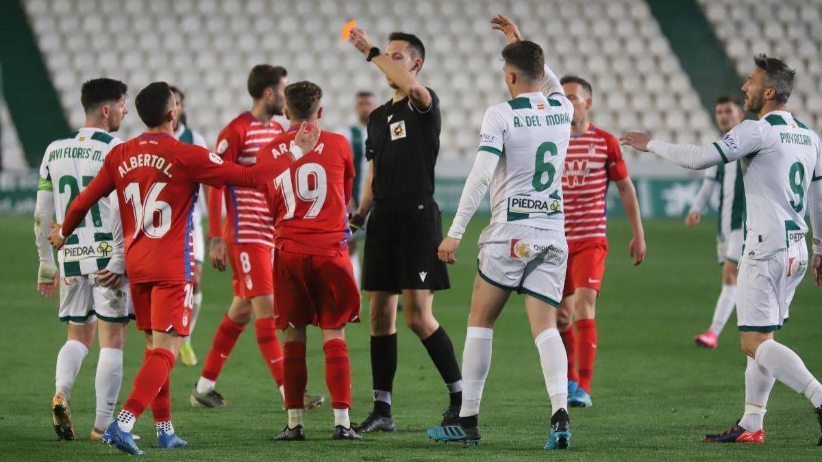 El Córdoba CF deberá tener cuidado con las amonestaciones en la recta final de Liga.