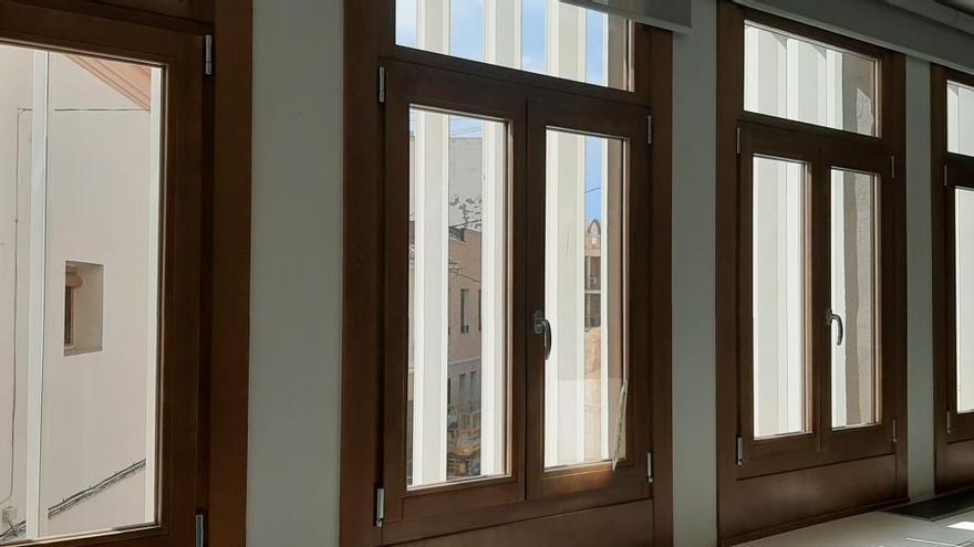 Meliana hace eficientes todas las ventanas exteriores del edificio consistorial