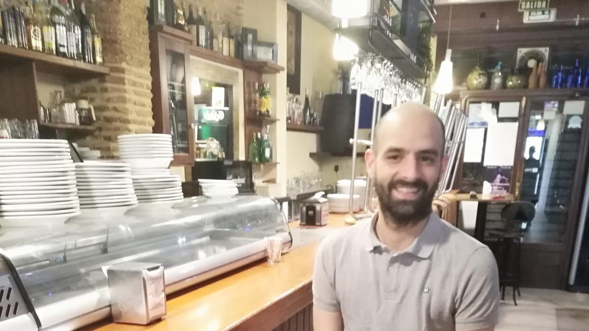 Félix Sanchis Valls, esta tarde en su bar de Gandia