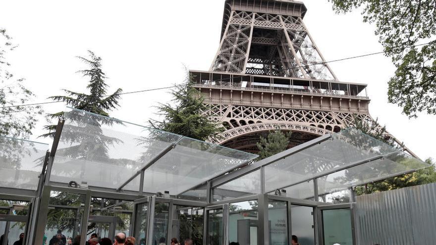 Reabre la Torre Eiffel tras una alerta de bomba