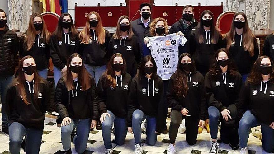 Les Abelles Femenino celebra el ascenso en el Ayuntamiento