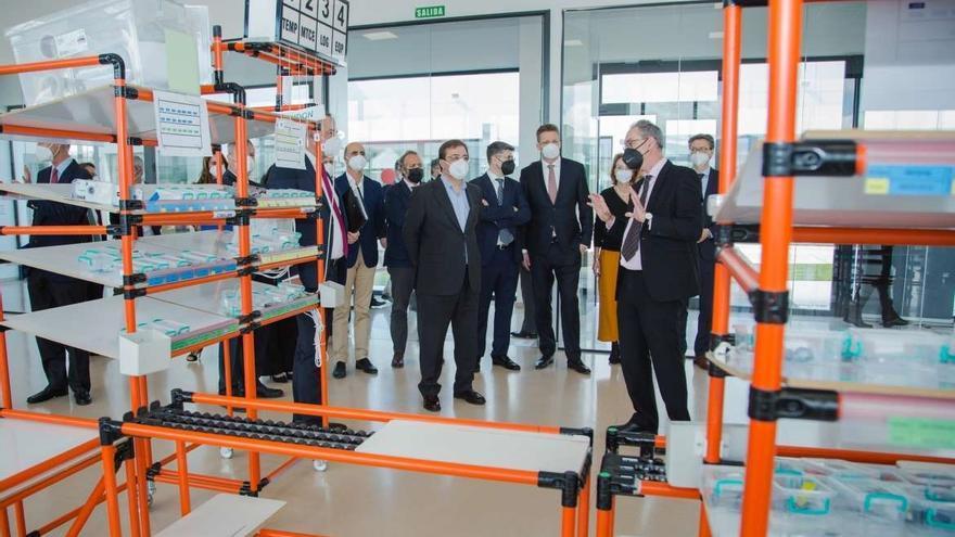Vara resalta la apuesta de Deutz por la formación y el aprendizaje para la competitividad de Extremadura